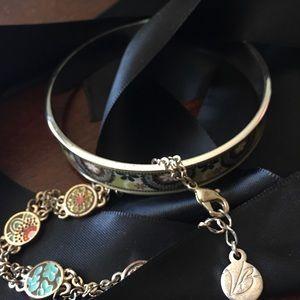 Vera Bradley bracelet set. Pristine condition.
